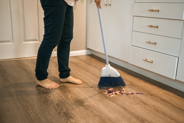 How To Effectively Declutter A Room sweep
